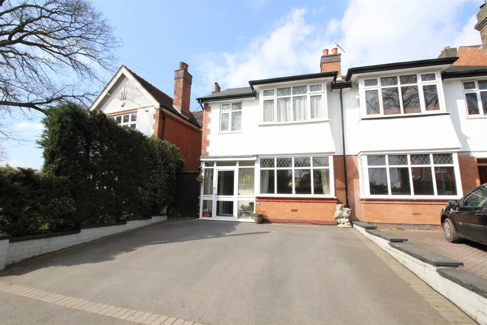 3 Bedrooms Semi Detached House for sale in Marlpit Lane, Headless Cross, Redditch